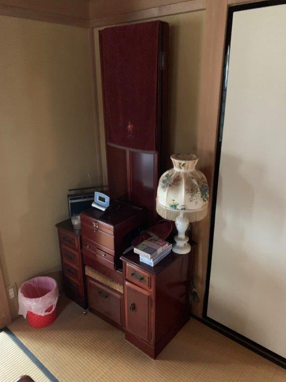 化粧台など家具を回収